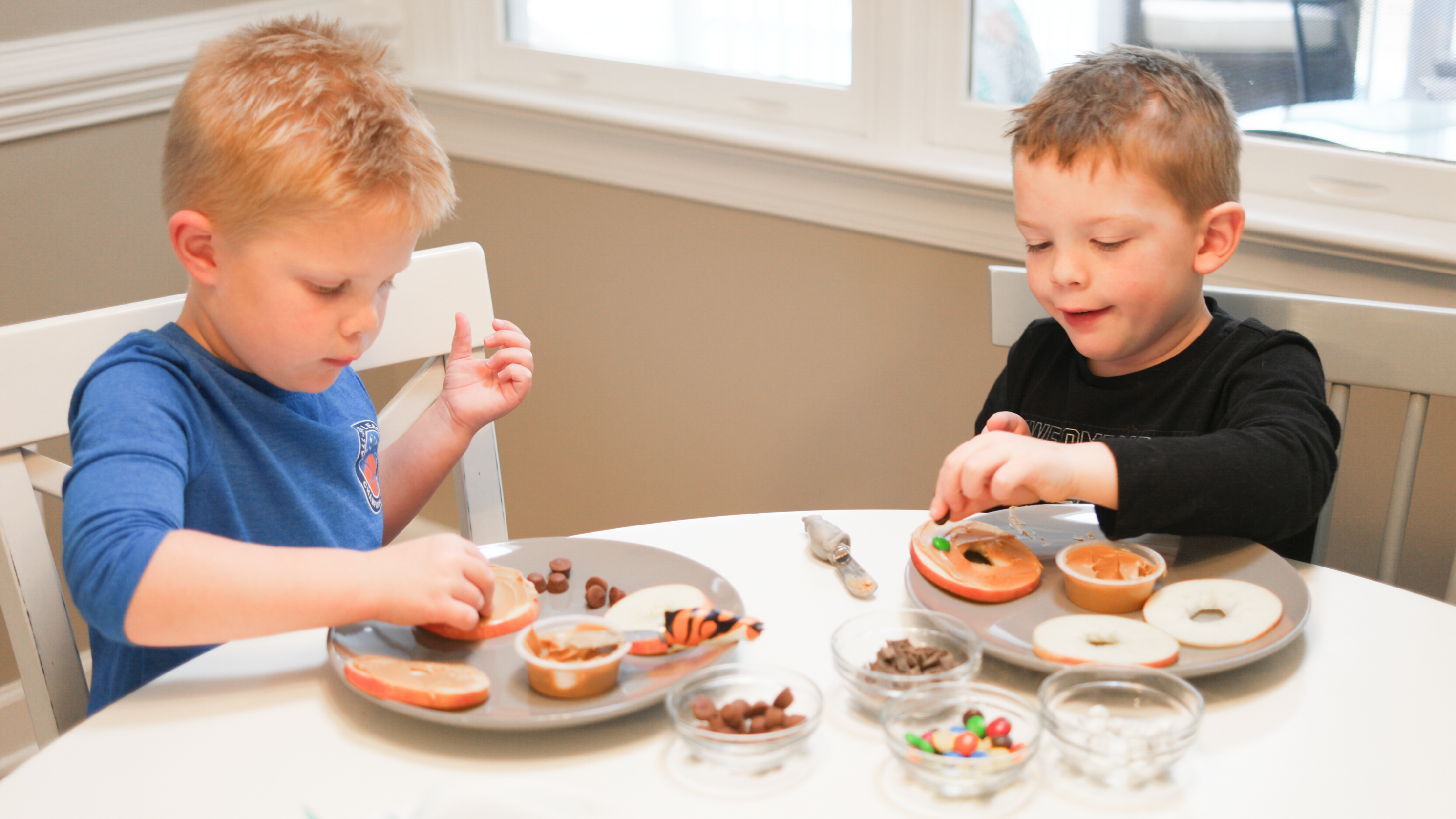 """Apple """"Cookies"""", a fun, messy snack for kids – The Small ..."""
